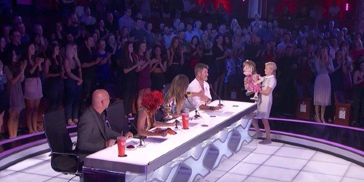 """Captura de pantalla 2017 09 06 a las 9.17.24 a.m. - Chica de 12 años causa controversia con su muñeca """"anciana"""" en el programa """"America's Got Talent"""""""