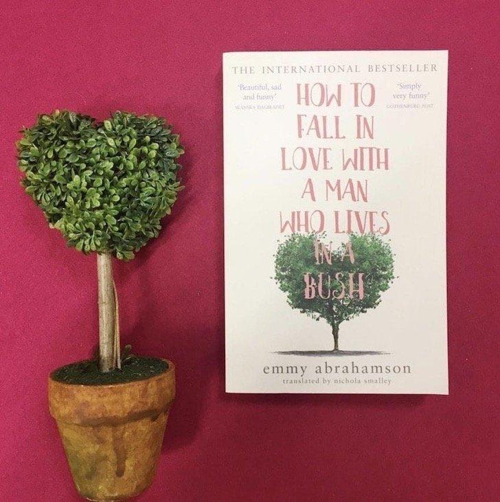 book - Una escritora, en un viaje conoció a un hombre que vivía en la calle y él le pidió una cita, no se han separado desde entonces