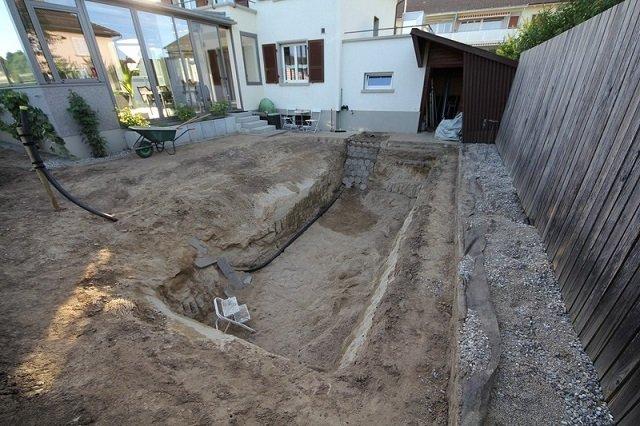 natural swimming pool 5 - 온가족이 직접 뒷뜰에 '노천탕 만들기'에 도전했다 (사진)