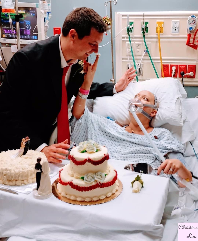 nintchdbpict000375537839 - Una pareja decide casarse aunque ella estaba a punto de morir de cáncer, 18 horas después él quedó viudo.