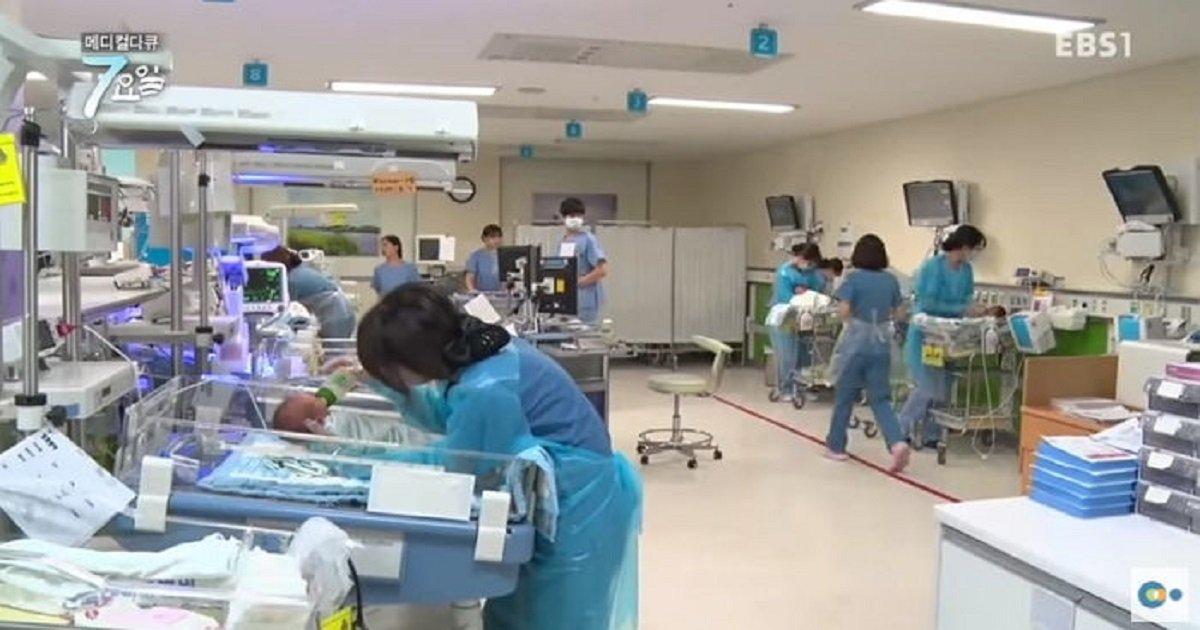 a1 - 형편 어려운 부모대신 '장애 아기'  파티해주는 의료진들