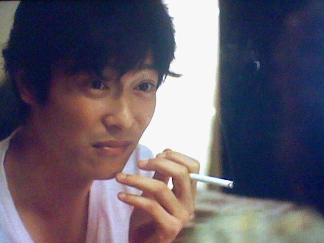 actually celebrity smoker CltIzJ8UYAAOsPH - 実は喫煙者だった芸能人まとめ!中には意外なあの人まで…