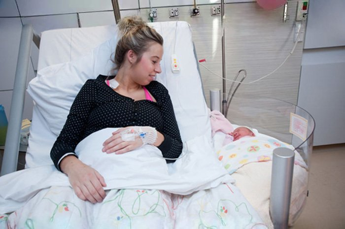 babb - Dutch Hospital Created Unique Clip-On Baby Bassinets : Direct Interaction With Newborns