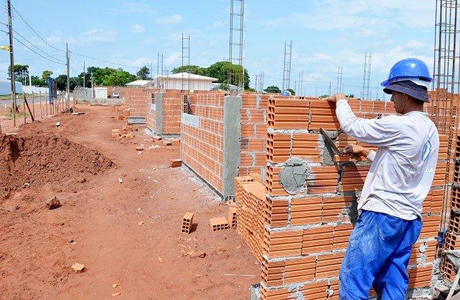 construcao-de-casas-populares_712080