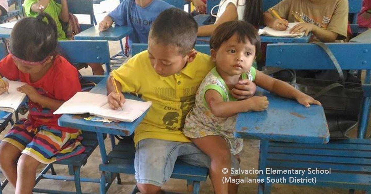cover 56.jpg?resize=1200,630 - Este chico conmueve en las redes sociales pues tiene que ir a la escuela cuidando a su hermanito.