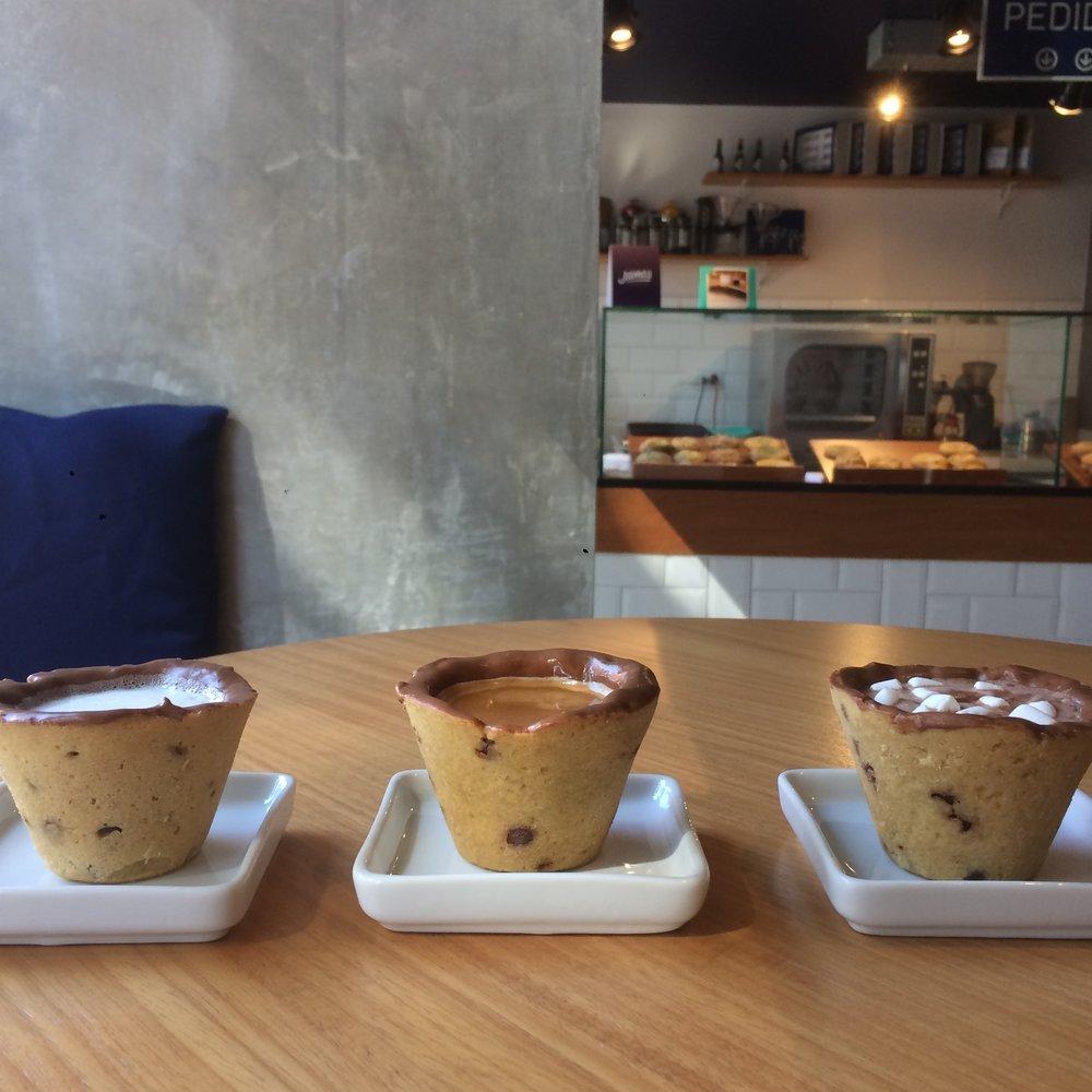 img 0902.jpg?resize=412,232 - Loja em Curitiba serve cafés em copo comestível de cookie
