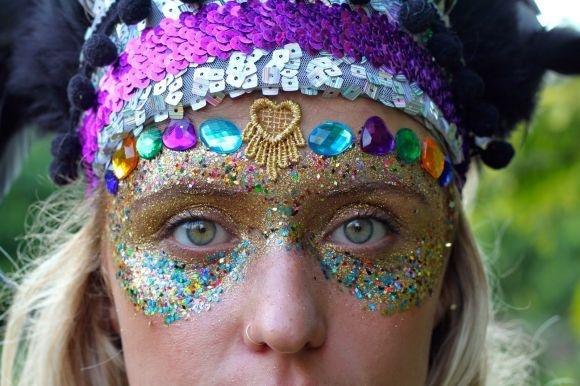 maquiagens com purpurina para o carnaval 2017 4.jpg?resize=648,365 - A purpurina e o glitter prejudicam o meio ambiente, mas há alternativas