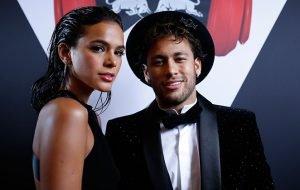 neymar-e-marquezine-trocam-beijoes-em-noite-de-festa-nota_312894_36