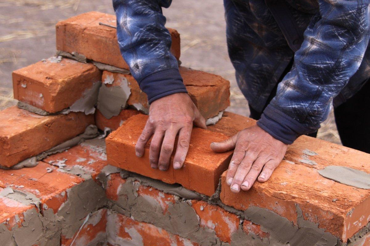 pedreiro.jpg?resize=1200,630 - Igreja destinou dízimo para construir casa para pessoas sem moradia