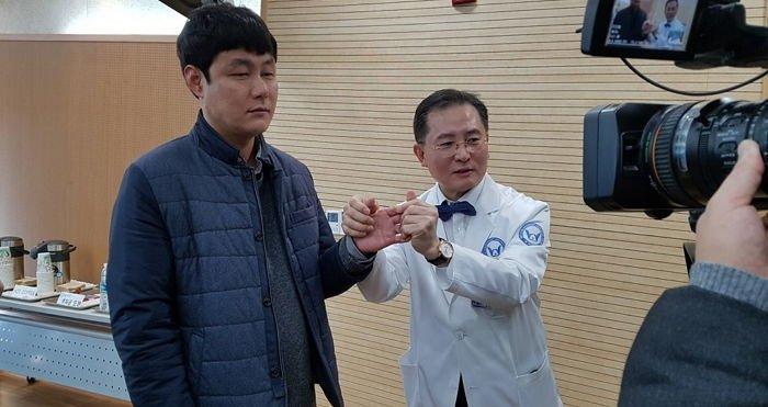 q2 2 - 국내 최초로 팔 이식 수술 받은 손진욱씨 근황