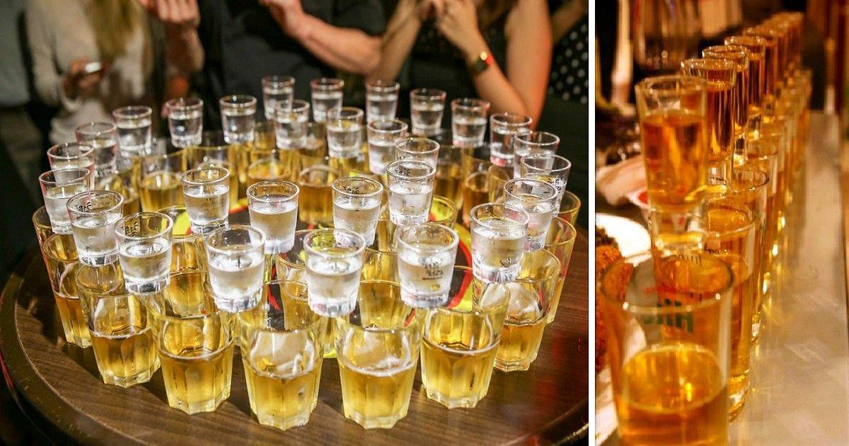 """soju beer bomb - A cultura da bebida na Coreia do Sul não é brincadeira - Aprenda sobre os drinks coreanos que são uma """"bomba"""""""