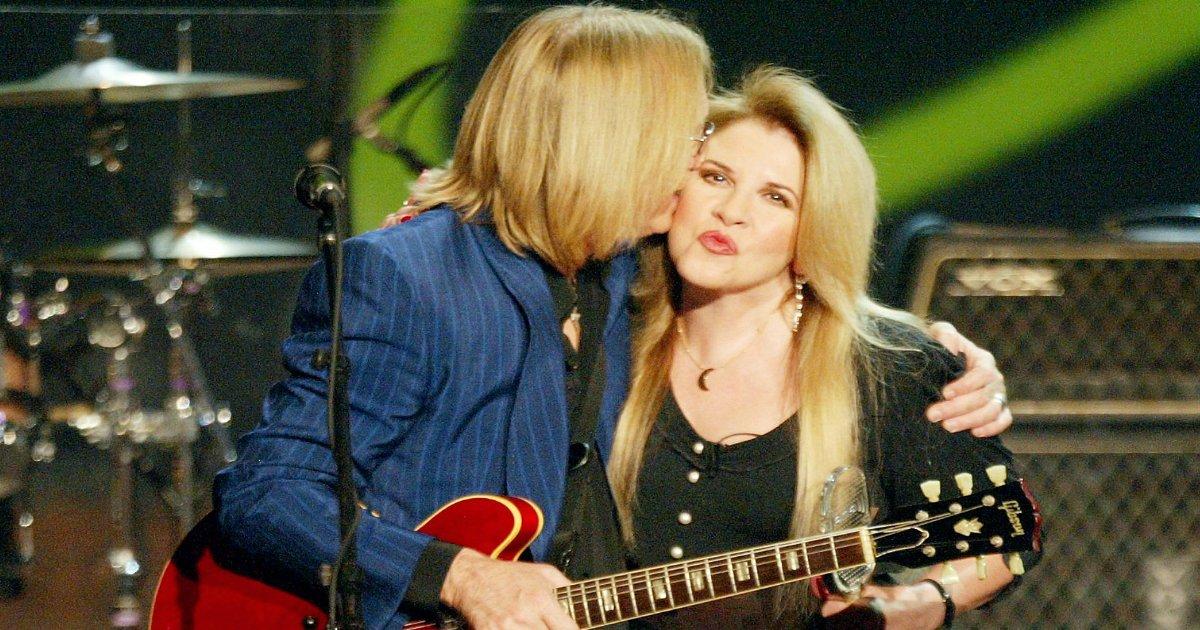stevie nicks.jpg?resize=1200,630 - Stevie Nicks' Teary Award Speech For Her Dear Friend