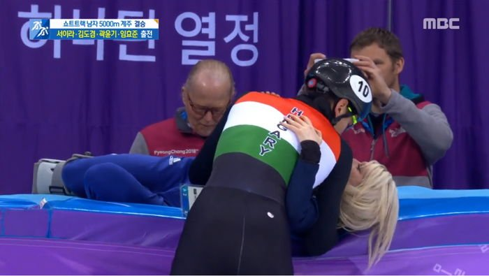 storm to girlfriend after confirmation of gold medal in short track relay 63lgve44sm2k7mibb9f4 - 쇼트트랙 계주서 '금메달' 확정 후 여자친구에게 폭풍 키스한 '헝가리 윙크남' (영상)