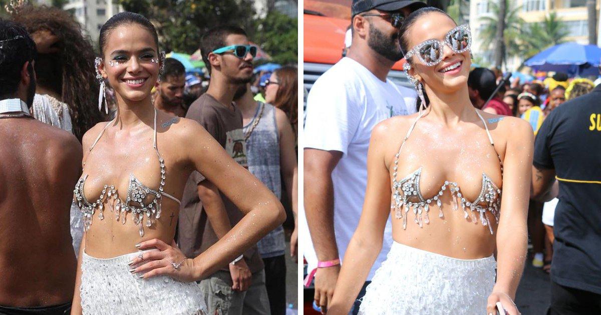 thumbnail5guj - Seios de Bruna Marquezine viram alvo de polêmica no carnaval