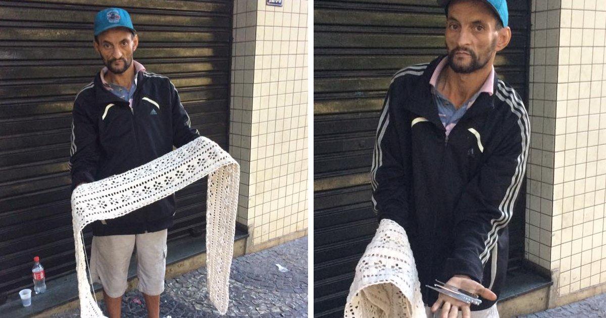 thumbnail5ik.png?resize=412,232 - Com agulhas feitas por ele mesmo, morador de rua sobrevive fazendo tricô e crochê