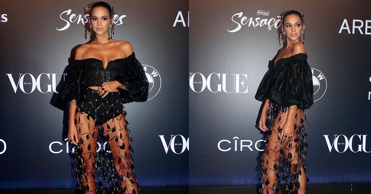 thumbnail5q - Bruna Marquezine arrasa no baile da Vogue com modelito que deixa o bumbum a mostra