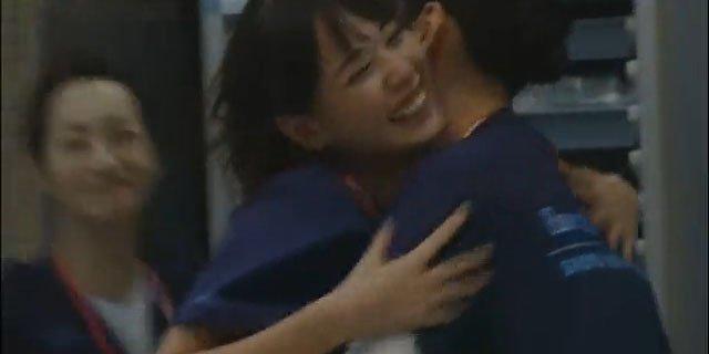 toda erika and aragaki yui broke away what i became co starring ng toda erika aragaki yui hug2 - 戸田恵梨香と新垣結衣は不仲!?共演NGになったって本当!?