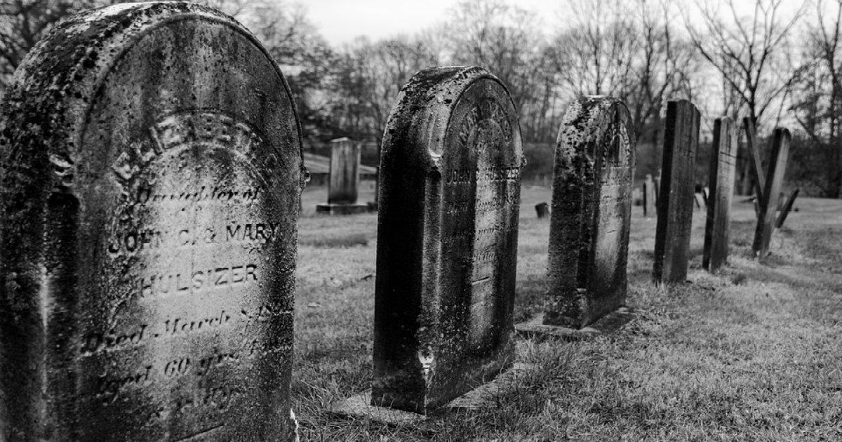 tombstones 3031047 960 720.jpg?resize=1200,630 - '죽음'이 다가왔을 때 우리 몸에 생기는 '신호' 12가지