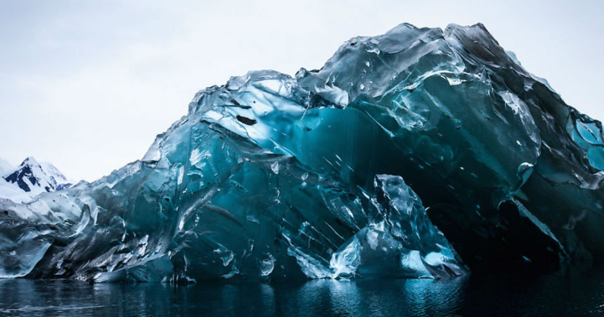 untitled 31.jpg?resize=300,169 - Photographer Chances Upon This Rare But Beautiful Sight In The Antarctic