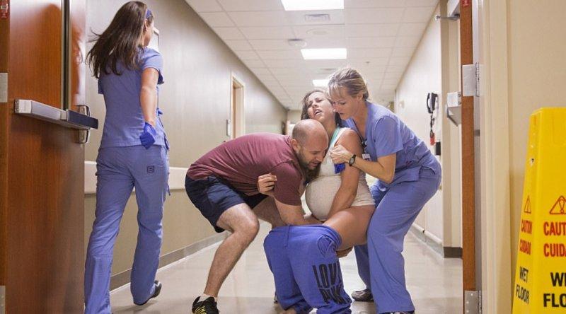 mulher-dá-nascimento-no-corredor-depois-mal-alcançando-o-hospital-na hora-4