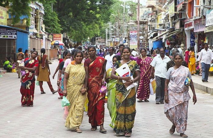 1 5 - 가난한 여성들에게 400만원짜리 '가슴 수술' 공짜로 시켜주는 도시