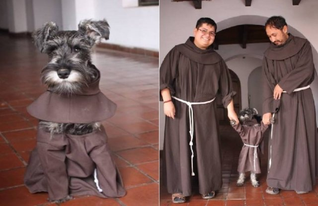 1488741635605.jpg?resize=300,169 - Monges bolivianos adotam cãozinho de rua e fotos viralizam na Internet