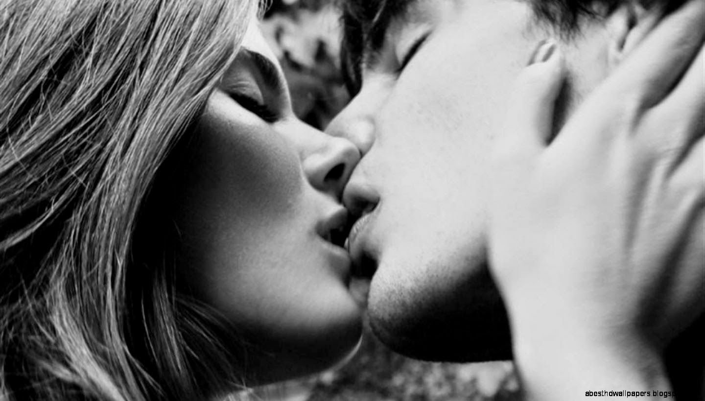 403073836 kiss wallpapers.jpg?resize=300,169 - Are You Addicted to Your Relationship? 8 Signs that You're a Love Addict