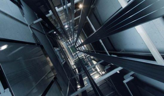 2018030610494461232 1520300984 - 엘리베이터가 '추락' 할 때 살아남을 수 있는 '방법' (영상)