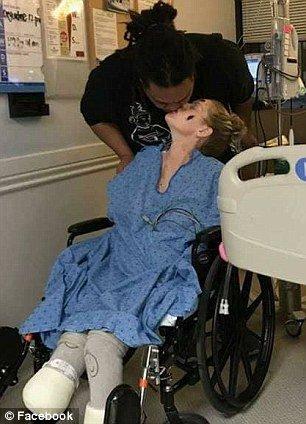 Quando ela acordou de um coma, seu noivo, Moale Fonohema, disse que ela precisava de uma amputação quádrupla.