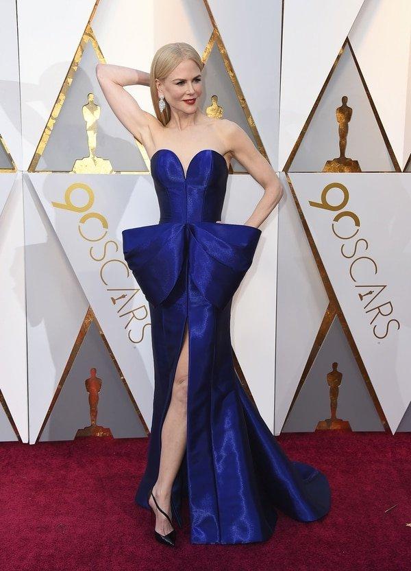 """Nicole Kidman """"íconica, deslumbrante, el color, el corte, todo perfecto"""" opinó el asesor Mariano Caprarola. Nicole eligió a Armani Privé para lucir radiante en la alfombra roja de los Oscar 2018"""