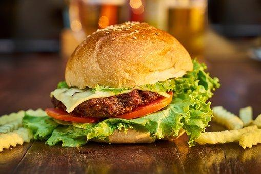 햄버거, 고기, 빵, 감자, 테이블, 레스토랑, 야채, 상추, 치즈