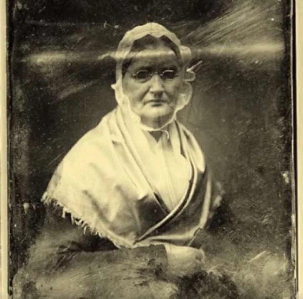 s 8rTnsLK6aT1eOx4WPfAlWevjO33 - Ela ficou presa durante 25 anos em completa escuridão, e sua história chocou o mundo