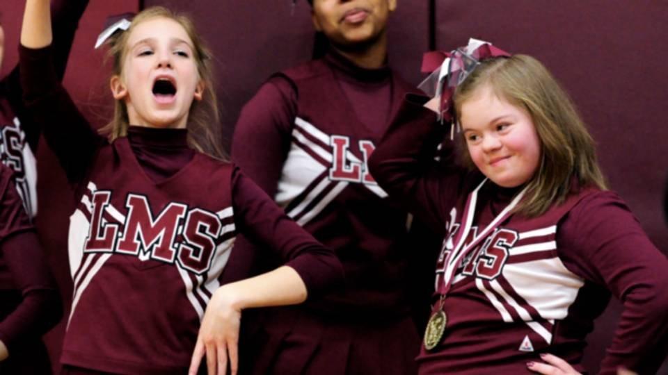 joueurs de basket-ball-help-cheerleader-2