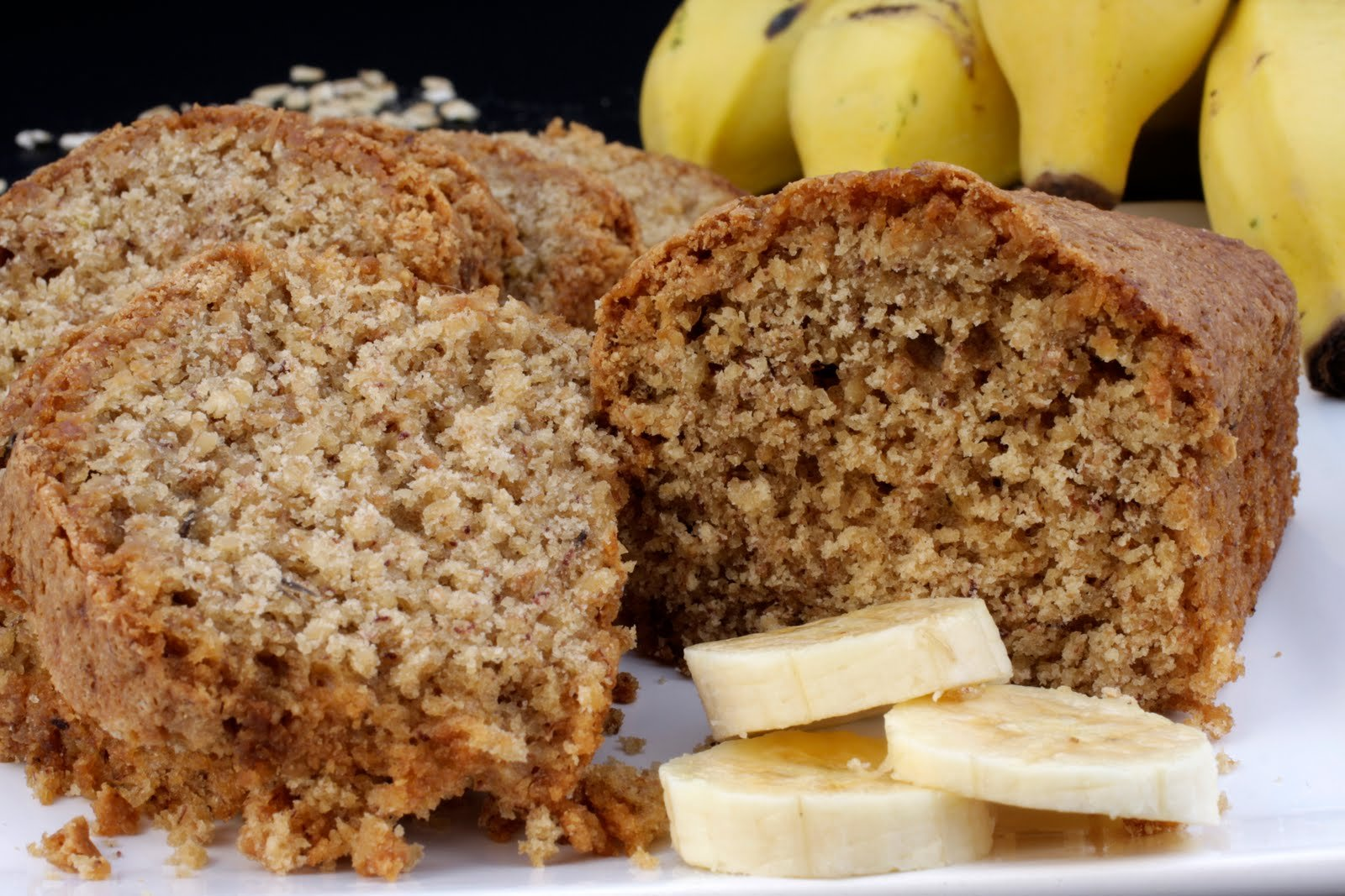 bolo de banana.jpg?resize=300,169 - Bolo Integral de banana e maçã leva chia e aveia para substituir farinha