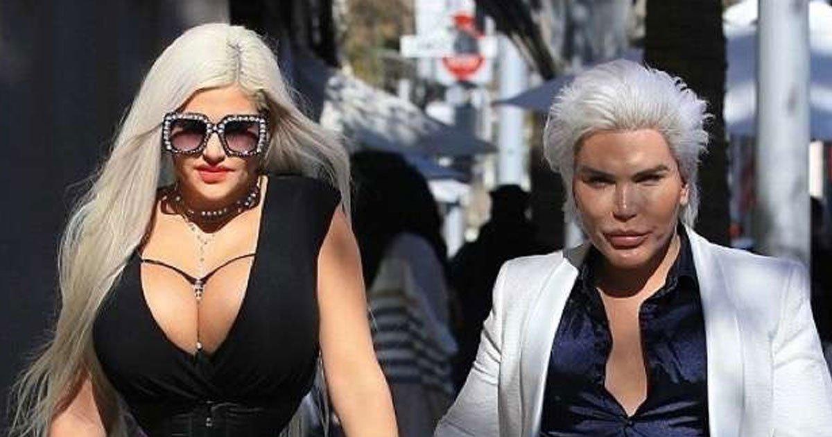 """cover 4 - El """"Ken humano"""" se dejó ver luciendo su nueva operación al lado de """"la mujer con la cintura más pequeña del mundo"""""""