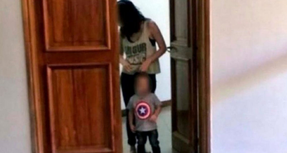 cover 4trubu.png?resize=300,169 - Joven madre en Argentina entrega a su pequeño hijo para ser dado en adopción, el pequeño no quería soltar su mano.