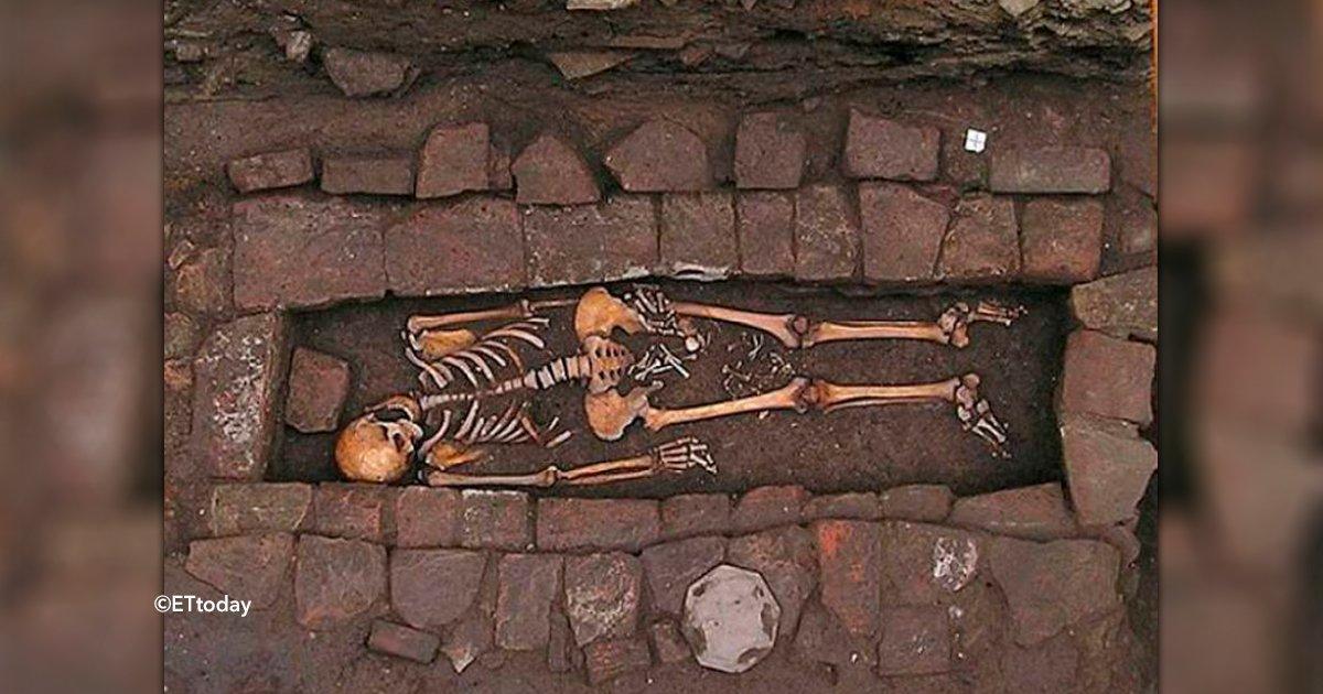 cover22esq - Encontraron una momia que tuvo a su hijo en el ataúd