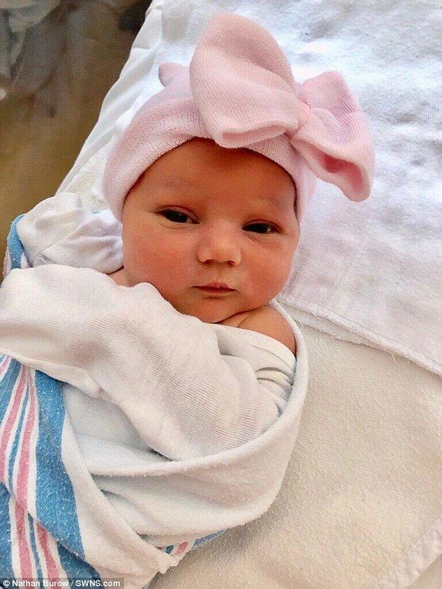 el increible caso de la bebe que nacio con la cabeza dentro de una burbuja 49DBE8FF00000578 5462901 image a 13 1520241354663 - El increible caso de la bebé que nació con la cabeza dentro de una burbuja