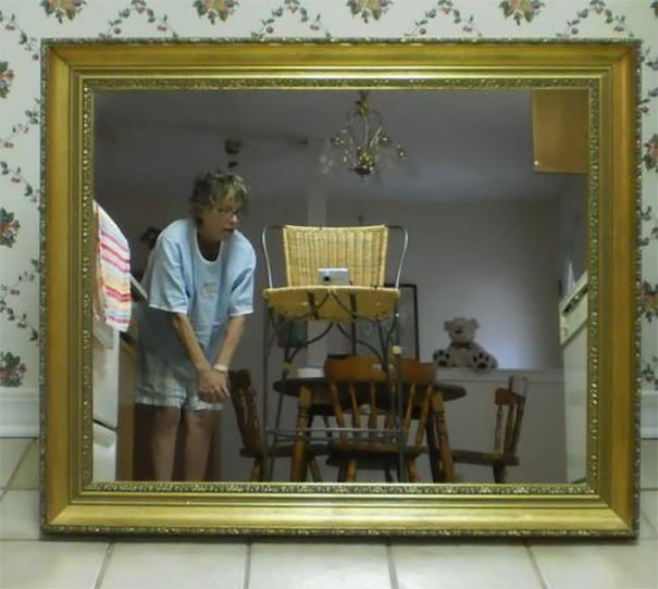 funny-people-sell-mirrors-reflections-10