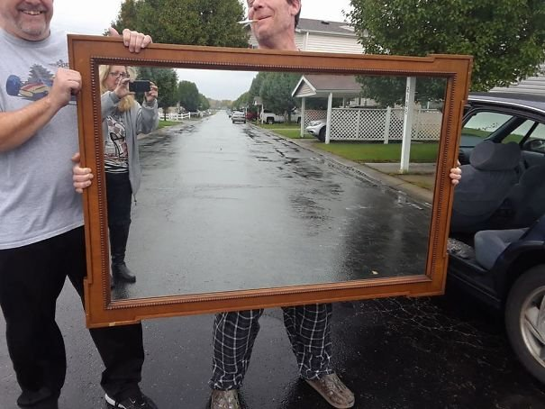funny-people-sell-mirrors-reflections-7