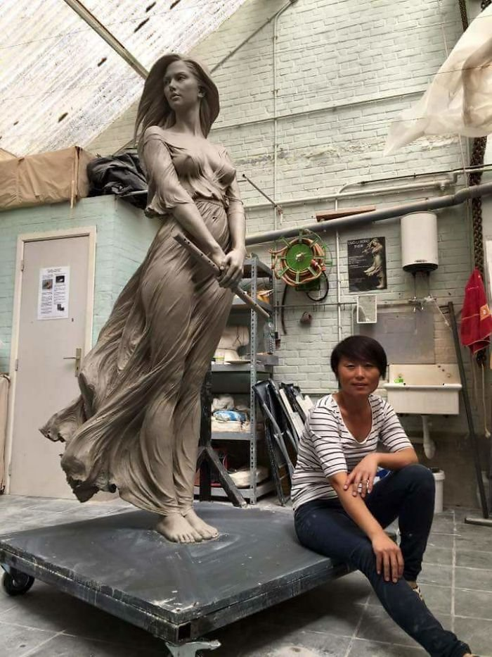 guy mocking sculpture chinese artist luo li rong 4 5a9d343fc183f  700 - Un usager prétend sur Twitter que seul un homme est capable d'une telle sculpture. Sauf que l'artiste est une femme.