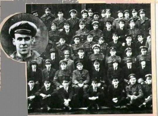 集合写真に写り込んだ死亡したはずの男性에 대한 이미지 검색결과