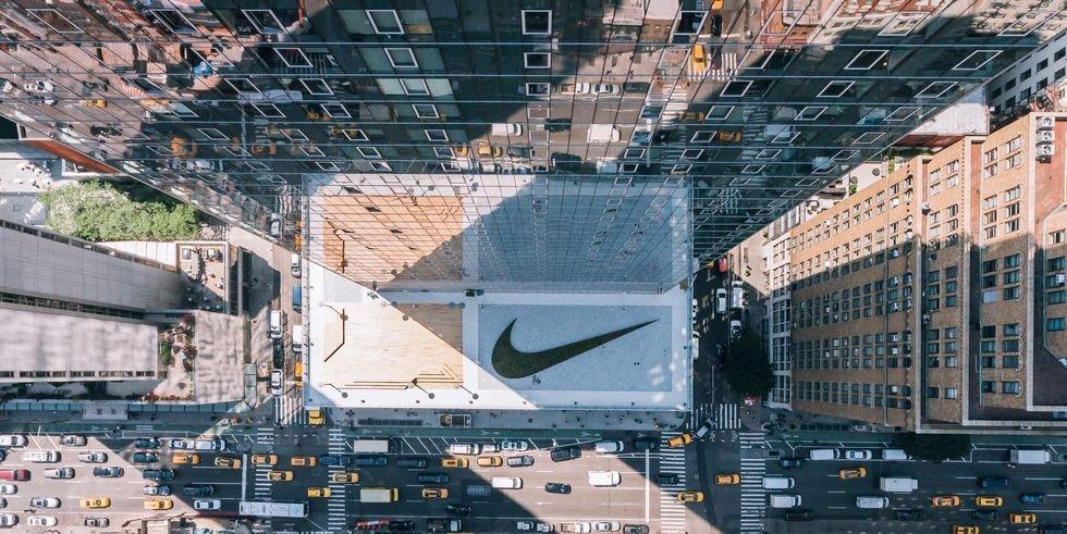img 5ab084955c510 - 整個辦公室就是時髦運動場!直擊NIKE 紐約總部辦公室 跟時尚名模和設計師的專屬教練一起健身