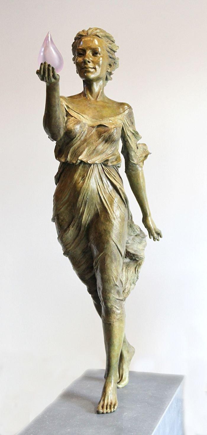 realistic female sculptures luo li rong 19 59c8a3f4b5733  700 489x1024 - Un usager prétend sur Twitter que seul un homme est capable d'une telle sculpture. Sauf que l'artiste est une femme.