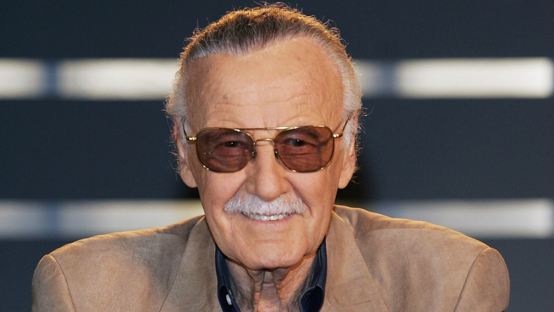"""stan lee headshot high res 1920x1080 - Stan Lee revela que está lutando contra uma pneumonia: """"Vou melhorar logo"""""""