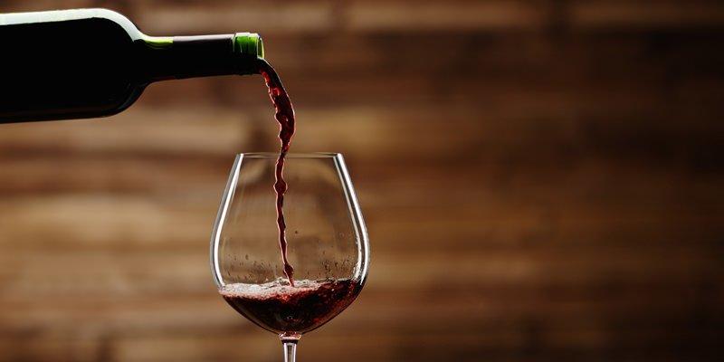 standard pour inside - Consumir álcool é mais eficaz para longevidade do que fazer exercício, conclui estudo