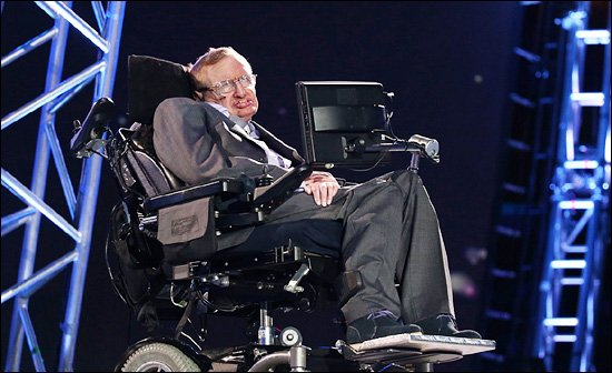 30일 오전(한국 시각) 영국 런던의 올림픽 스타디움에서 진행된 2012 런던 패럴림픽 개막식에 영국의 세계적인 물리학자 스티븐 호킹 박사가 등장해 관중들의 환호를 받았다.