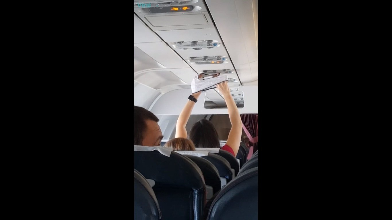 the-best-way-to-dry-your-underwear-on-a-flight