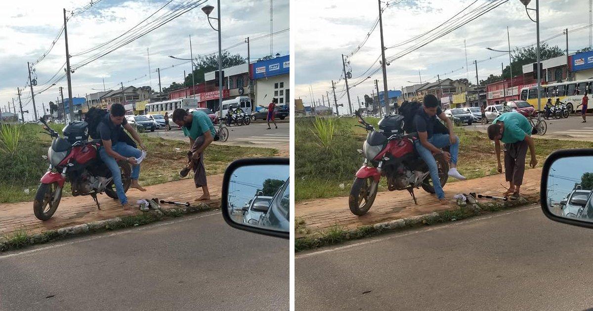thumbnail5gaq4ttepiu.png?resize=1200,630 - Jovem tira o próprio tênis e dá para malabarista que trabalhava com um rasgado em semáforo