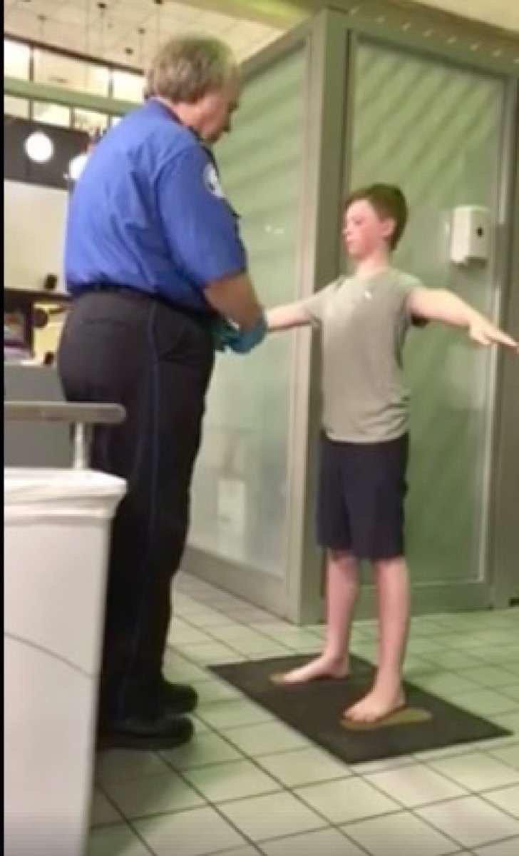 un policia de seguridad de un aeropuerto denigro un joven al realizarle una revision lo llamaron abusador Captura de pantalla 2018 03 02 a las 3.54.53 p.m. 2 - Un policía de seguridad de un aeropuerto denigró a un joven al realizarle una revisión, lo llamaron abusador.